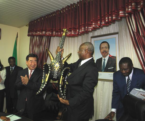 Arrivée du vice Premier ministre du Conseil des Affaires d'Etat chinois au Cameroun